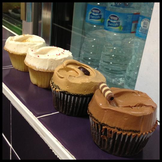 Philly-FlyingMonkeyCupcakes