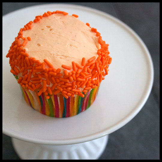 Bring on the Warm Weather with these Orangesicle Cupcakes (6/6)