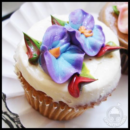 CupcakeCafe_MapleWalnut